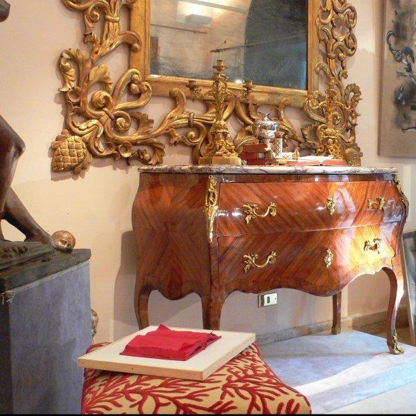 Acquistare un mobile presso un antiquario grande for Acquisto mobili antichi napoli