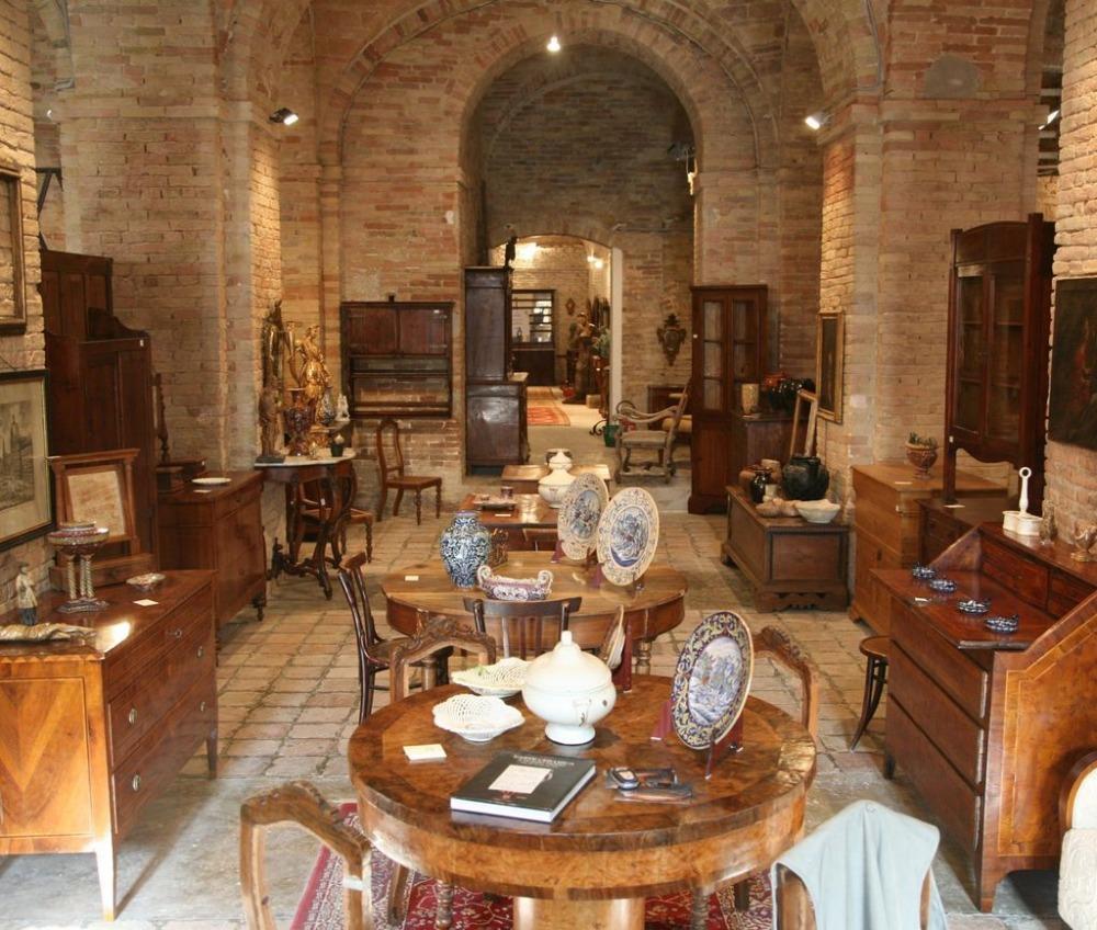 Tre domande per valutare un mobile antico et - Olio per mobili antichi ...